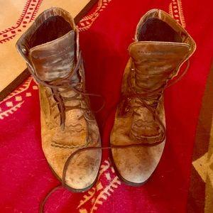 Vintage Ariat lace up boots! Size 8